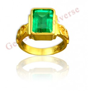 Now this one is what is called as a Jyotish Quality Emerald. 100% un enhanced Gorgeous whopping 4.35 carats Muzo Mine Emerald set in 22KDM Gold ring. Very rare to get this amazing clarity in an Emerald this size!