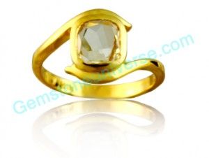 Natural Untreated Ceylon Yellow Saphire of 2.42 carats Gemstoneuniverse.com