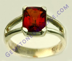 Natual Untreated Ceylonese Hessonite of 2.76 carats Gemstoneuniverse.com