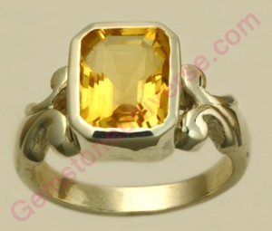 Natural Golden Topaz of 3.13 carats Gemstoneuniverse.com