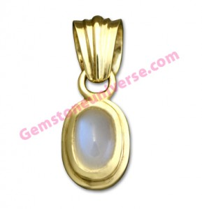 Natural Indian Moonstone of 2.13 carats. Gemstoneuniverse.com