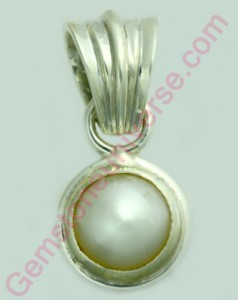 Natural Pearl of 2.62 carats.Gemstoneuniverse.com