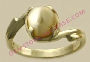 Natural Pearl of 2.88 carats Gemstoneuniverse.com