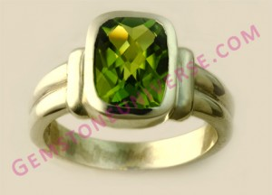 Natural Untreated Chinese Peridot of 2.16 carats Gemstoneuniverse.com