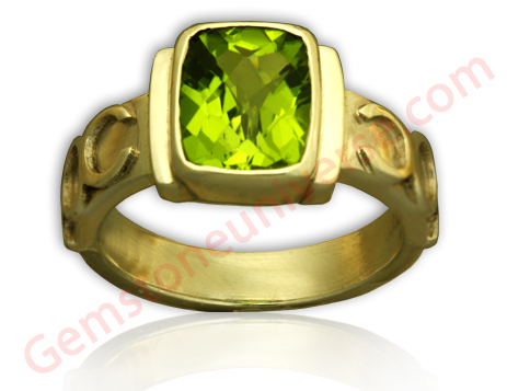 Natural Peridot of 2.46 Carats Gemstoneuniverse.com