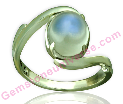 Natural Indian Moonstone of 3.53 carats. Gemstoneuniverse.com