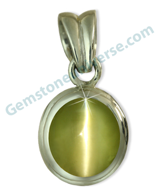 Natural Chrysoberyl Cats-eye-Vaiduryam of 3.04 carats. Gemstoneuniverse.com