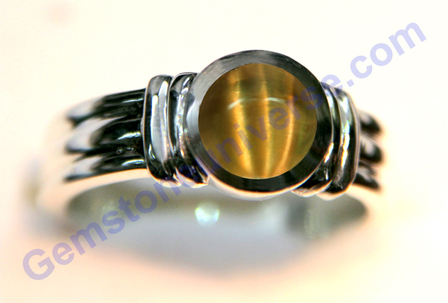 Exhibit Showing Chatoyancy Natural-Chrysoberyl-Cats-eye-of-2.09-carats-The-One-Brahmin-Cats-Eye-Gemstoneuniverse.com_
