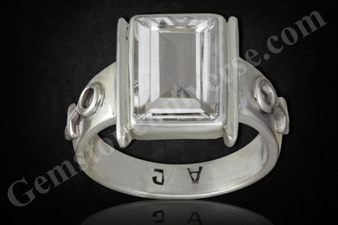 Natural White-Colorless Topaz of 4.36 carats Gemstoneuniverse.com