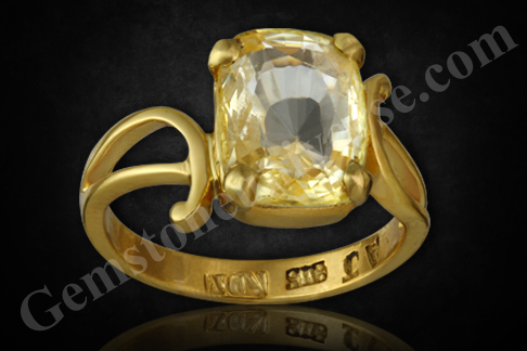 Natural and Untreated Yellow Sapphire 4.02 carats Gemstoneuniverse.com