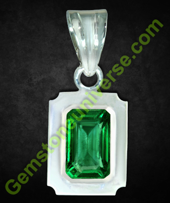 Emerald - Panna of 2.26 carats. Zambian, natural and unenhanced Gemstoneuniverse.com