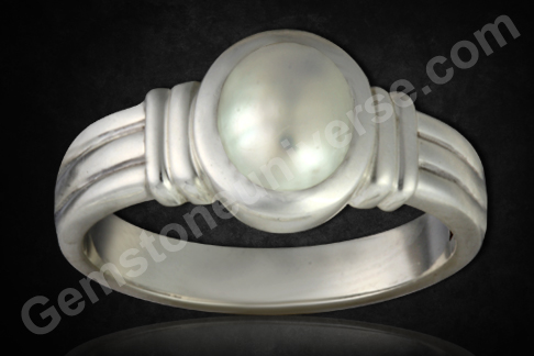 Pearl of 2.09 carats set in silver Ring Gemstoneuniverse.com