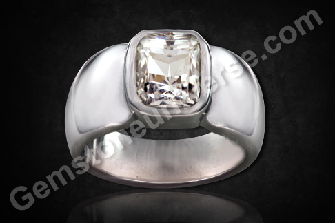 Natural White Sapphire of 3.09 carats Gemstoneuniverse.com