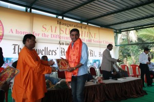 Mr. Harinth - Manager, Logistics, Gemstoneuniverse being felicitated