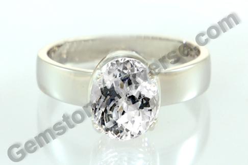 Natural White Sapphire of 5.12 carats Gemstoneuniverse.com