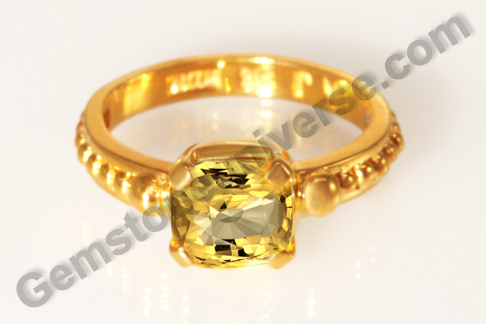 Natural Yellow Sapphire of 3.15 carats Gemstoneuniverse.com