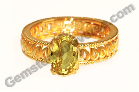 Natural Yellow Sapphire of 3.50 carats Gemstoneuniverse.com
