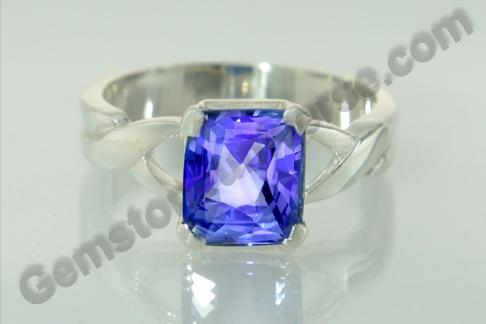 Natural Blue Sapphire of 3.09 carats Gemstoneuniverse