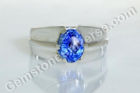Natural Blue Sapphire of 3.66 carats Gemstoneuniverse