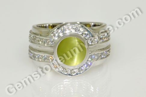 Natural Chrysoberyl Cats eye of 3.84 carats and diamond ring Gemstoneuniverse.com_
