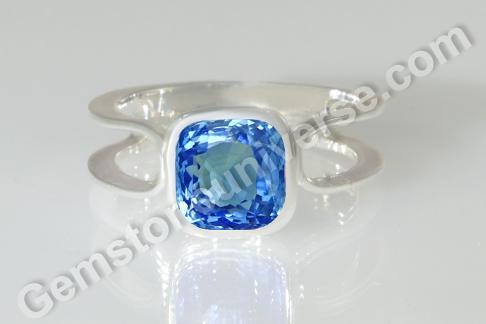 Natural Blue Sapphire of 3.04 carats Gemstoneuniverse