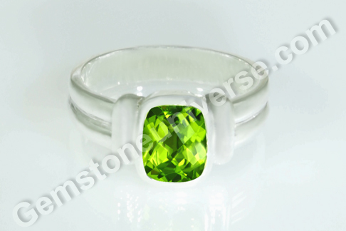 Natural China Peridot of 2.26 carats Gemstoneuniverse.com