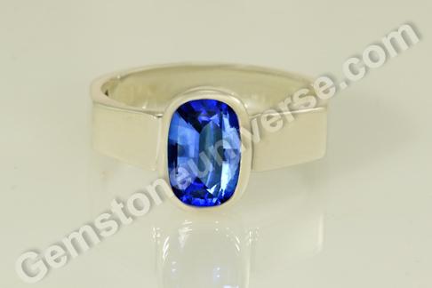 Natural Blue Sapphire of 2.99 carats Gemstoneuniverse