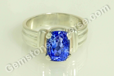 Natural Blue Sapphire of 4.08 carats Gemstoneuniverse