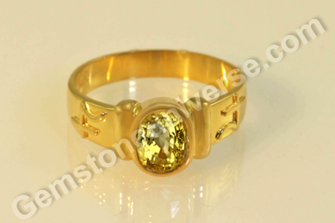 Natural Yellow Sapphire of 2.66carats Gemstoneuniverse.com