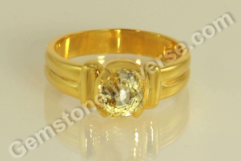 Natural Yellow Sapphire of 2.98 carats Gemstoneuniverse.com