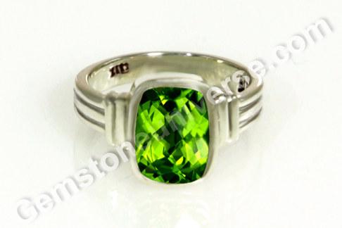 Natural Peridot from China of 2.10 carats Gemstoneuniverse.com