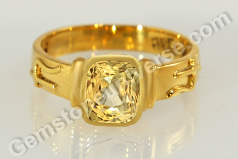 Natural Yellow Sapphire of 2.84 carats Gemstoneuniverse.com