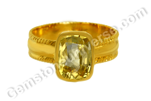Natural Yellow Sapphire of 2.82 carats Gemstoneuniverse.com