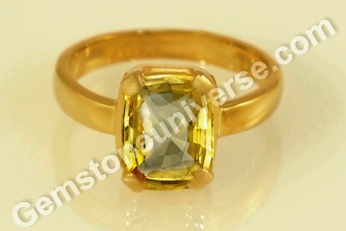 Natural Yellow Sapphire of 3.90 carats Gemstoneuniverse.com