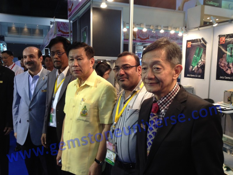 Mr Somchai Phornchindarak, President of TGJTA visited the Gemstoneuniverse exhibit personally at the 50th BGJF. He is seen here along with other industry leaders at the Gemstoneuniverse exhibit