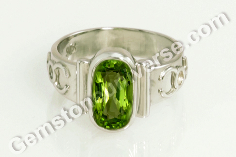 Natural Burma Peridot of 2.85 carats Gemstoneuniverse.com