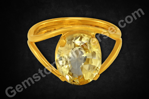 Natural Yellow Sapphire of 4.90 carats Gemstoneuniverse
