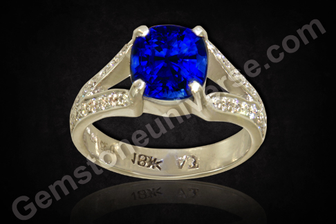 Natural Blue Sapphire of 4.13carats Flanked by 32 round brillant Diamonds to make an exceptional Venus Saturn ring