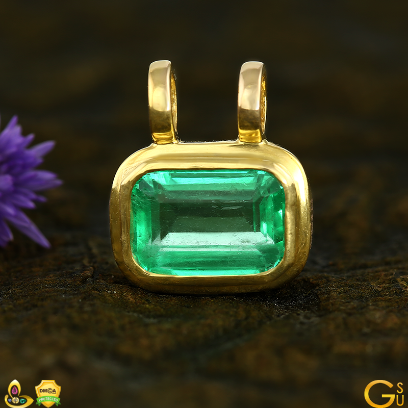 Fine Colombian Emerald from the Gemstoneuniverse collection set in an amulet style pendant