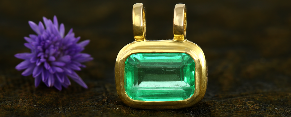 What are the Physical properties of the Green Emerald Gemstone?