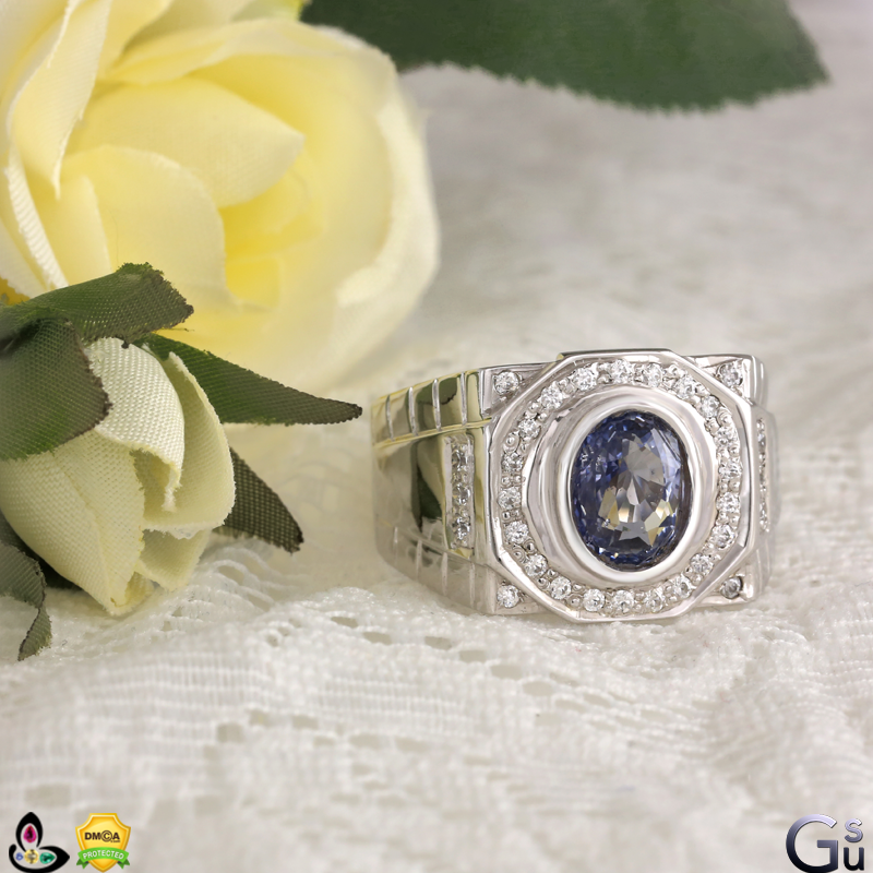 Flawless Unheated Sri Lankan Blue Sapphire from the Gemstoneuniverse collection of fine Jyotish Gemstones