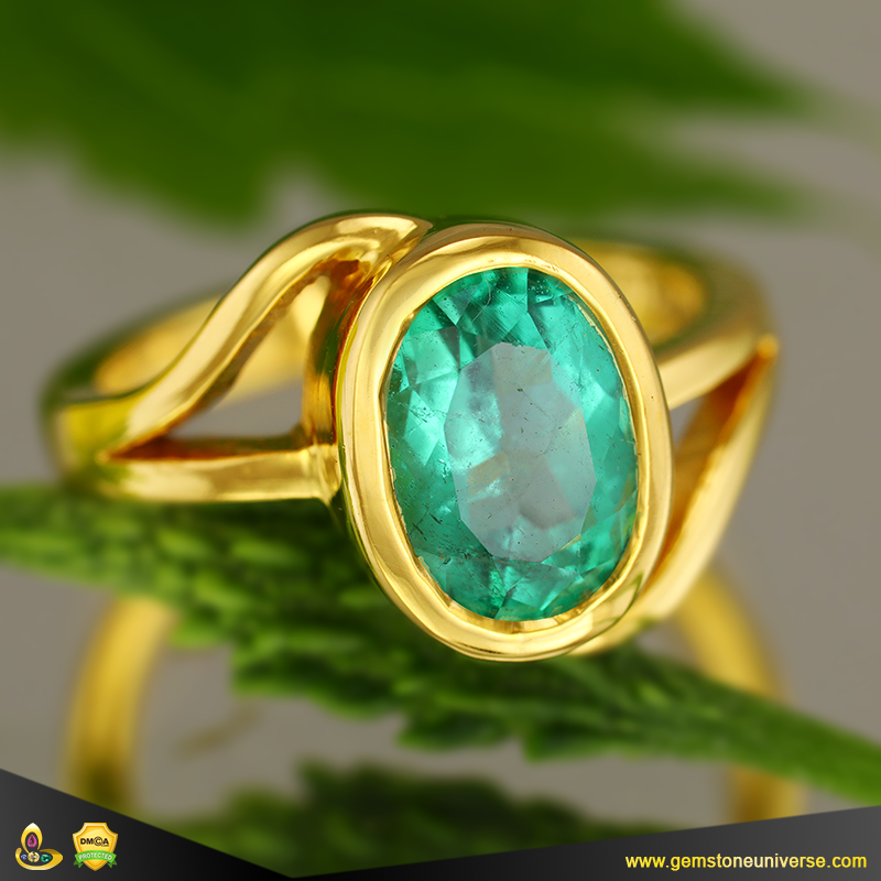 Fine Colombian Emerald of 2.78 carats set in 22 K Gold Ring