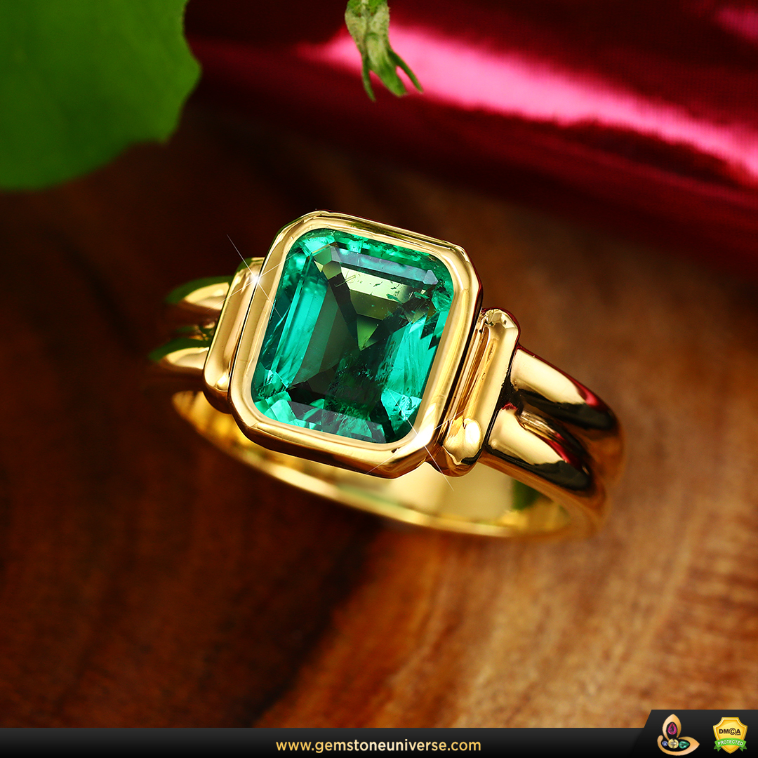 Fine Colombian Emerald Ring from the Gemstoneuniverse collection
