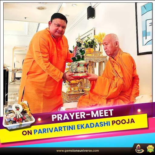 Guruji Shrii Arnav conducts a prayer-meet on Parivartini Ekadashi