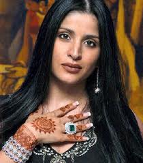 Maheep Kapoor sporting her stunning Emerald ring