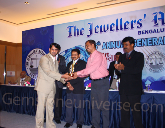 Mr. Raghav Hawa-Manager, Processes-Gemstoneuniverse, with the chief Guest Mr. Alok Kumar, the Joint Commissioner of Police (Crime), Bangalore